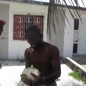 Yardy Peel A Coconut With His Teeth